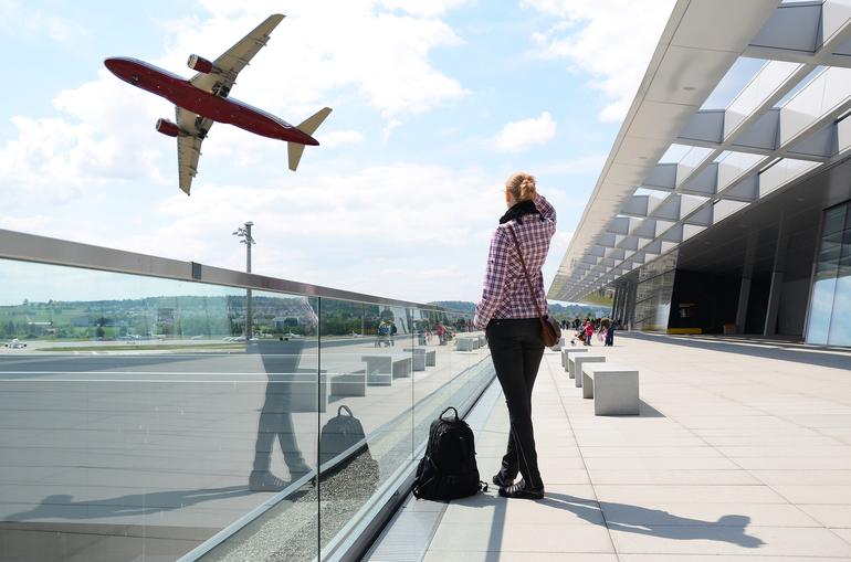 Аеропорт сонники: значення сну з літаками, митницею, залом реєстрації та паспортним контролем