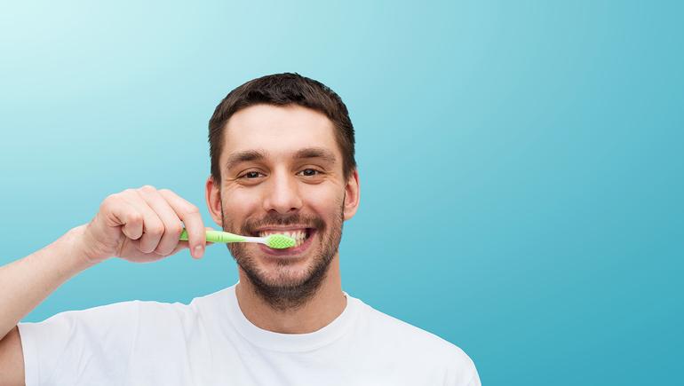 Чистити зуби в сні: кров з рота, поламана щітка, тлумачення сюжетів про дитину