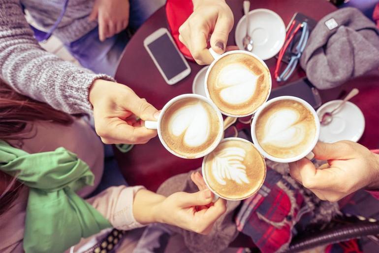 До чого може приснитися мелений або розчинна кава: інтерпретація деталей сну, тлумачення по сонникам