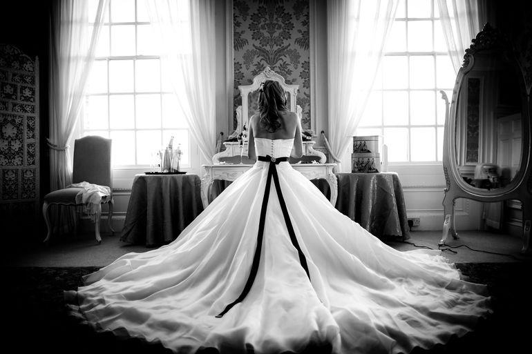 До чого нареченій сниться чорне весільне плаття: можливі тлумачення нічного бачення