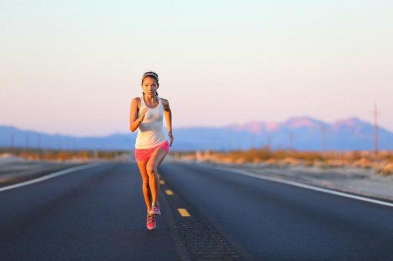 До чого сниться бігти уві сні по горах або дорозі швидко: значення бачення, тлумачення по сонникам