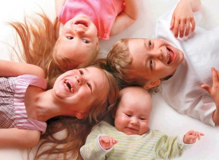 До чого сниться бачити багато дітей: значення сну по сонникам, якщо приснилася юрба малечі