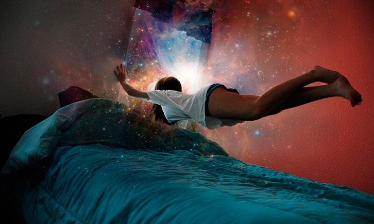 До чого сниться бачити себе зі сторони: вихід в астрал, тлумачення по сонникам одягу та стану сплячого