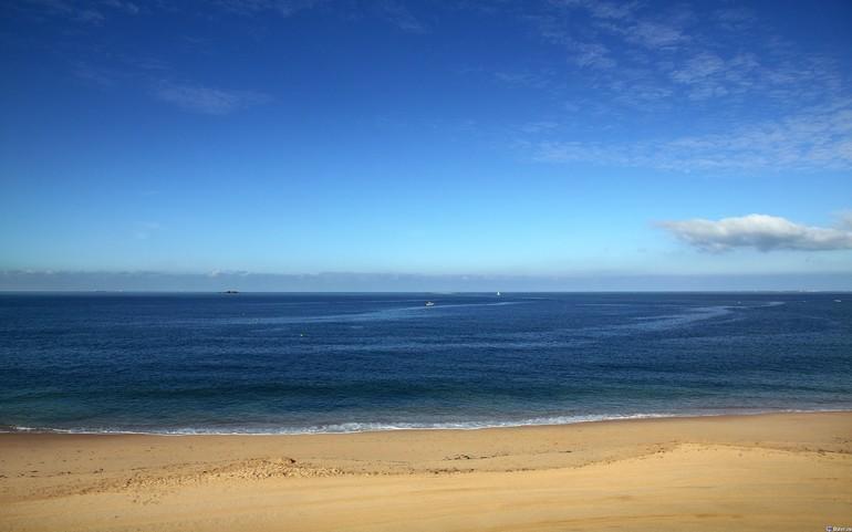 До чого сниться берег моря: трактування по сонникам, в залежності від дій сновидця і виду узбережжя