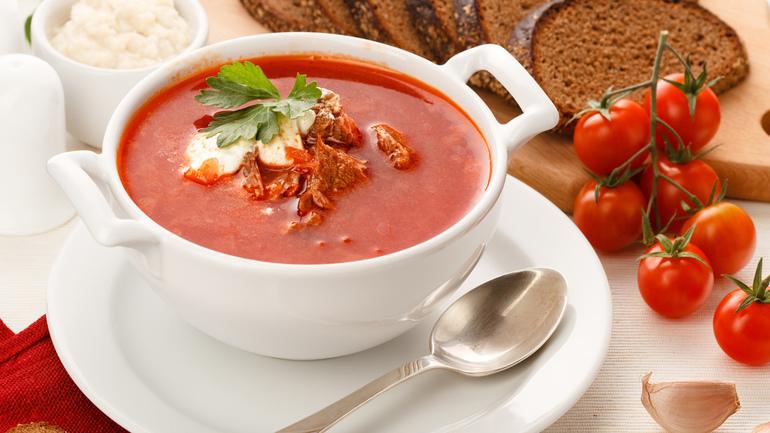 До чого сниться борщ: готувати, бачити в каструлі і є червоне страва в різних сонники