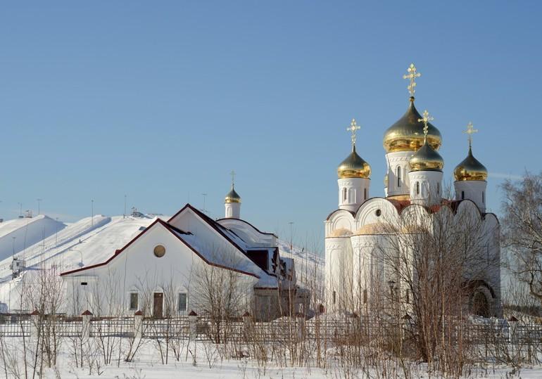 До чого сниться церква: тлумачення сонників про обіг в храмі до Бога, що означає ставити свічку за упокій