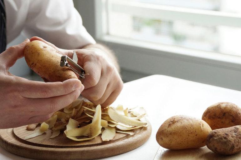 До чого сниться чистити картоплю: тлумачення картопляних очисток по соннику, що означає порізатися ножем