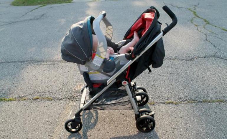 До чого сниться дитяча коляска: колір конструкції за сонником, значення для чоловіка і жінки