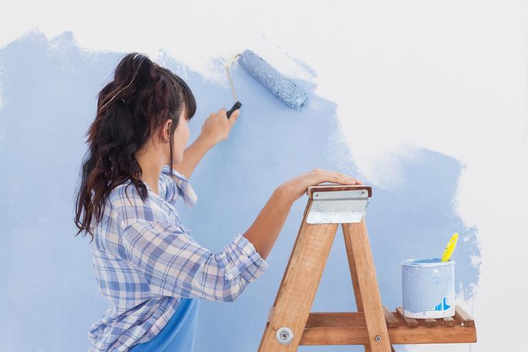 До чого сниться фарбувати: значення білого кольору, що обіцяє фарбування стін будинку по соннику