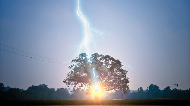 До чого сниться гроза: значення для жінок і чоловіків, що означає дощ вночі уві сні, сонник для вагітних
