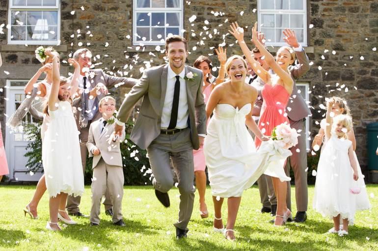 До чого сниться гуляти на весіллі: вінчальний наряд жінки, популярні сюжети, як зрозуміти свій сон