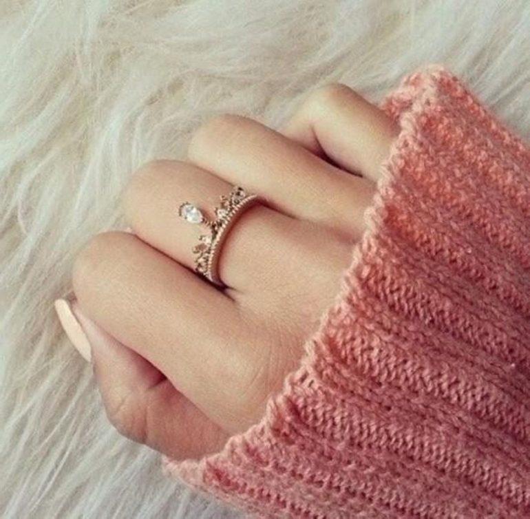 До чого сниться кільце на пальці: золоту прикрасу у жінки або чоловіки, перстень на мізинці