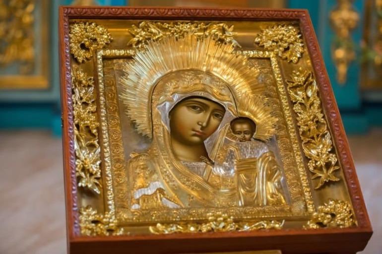 До чого сниться ікона: значення снів з образами Матері Божої, Матрони і Миколи Чудотворця