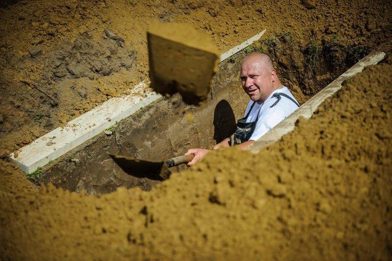 До чого сниться копати могилу: на полі або цвинтар, лопатою чи заступом, тлумачення в різних сонники