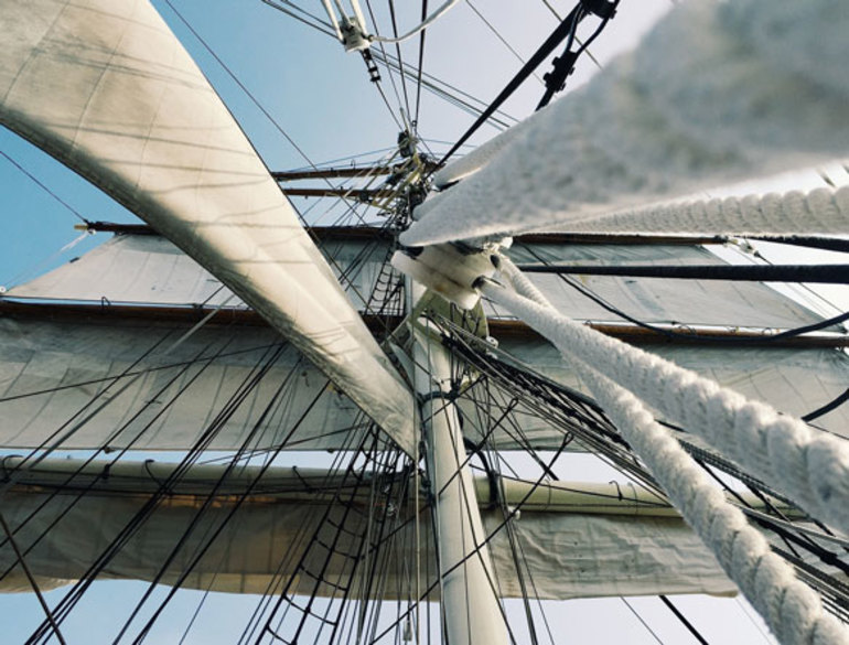 До чого сниться корабель: значення снів з великими і малими суднами, військовими лайнерами та вітрильниками у воді