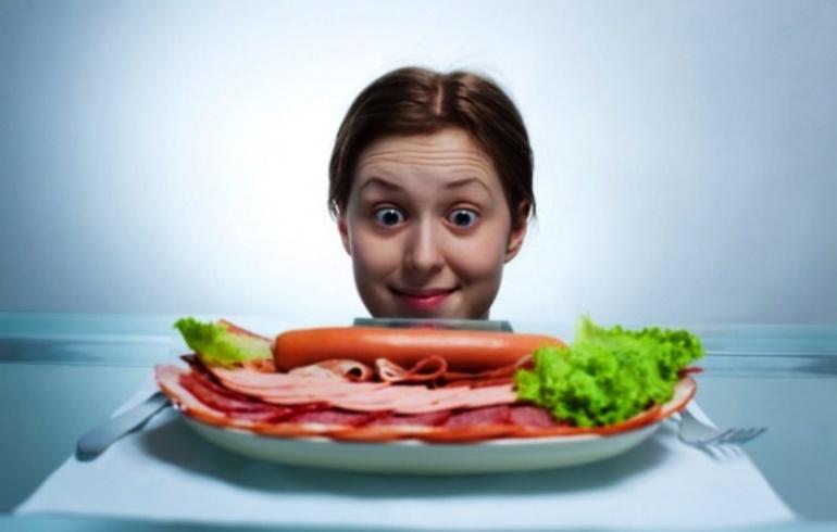 До чого сниться ковбаса: бачити або купувати варений, кров'яної або копчений м'ясний продукт