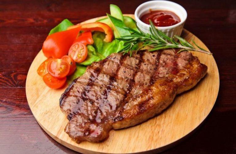 До чого сниться м'ясо: значення снів з сирим, вареним і смаженим продуктом, тлумачення за різними сонникам