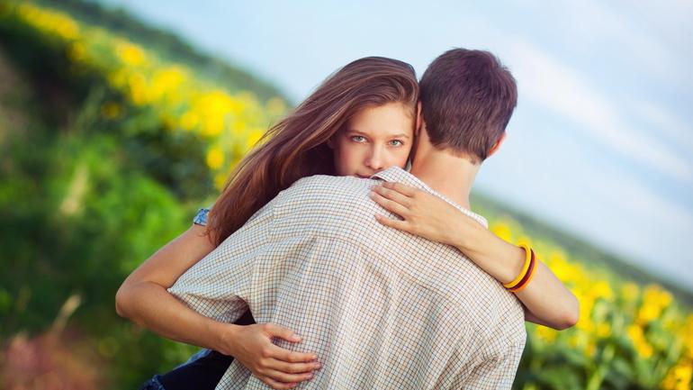 До чого сниться молодий чоловік: що означає для дівчини цілуватися з хлопцем, значення соннику Міллера