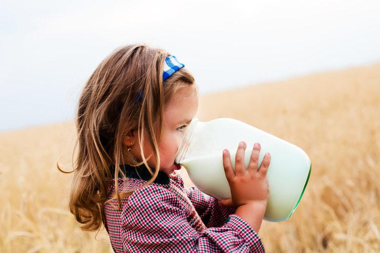 До чого сниться молоко в банку: що по соннику значить бачити коров'ячий або козячий напій, пити або розлити його