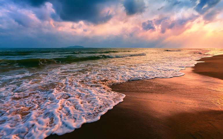 До чого сниться море блакитне, чисте і прозоре: бачити пляж і купатися, трактування по сонникам