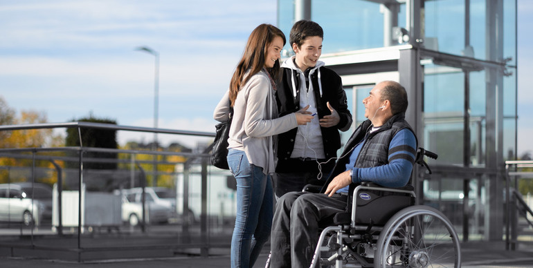 До чого сниться інвалідна коляска: бачити в сні самого себе в лікарняному кріслі
