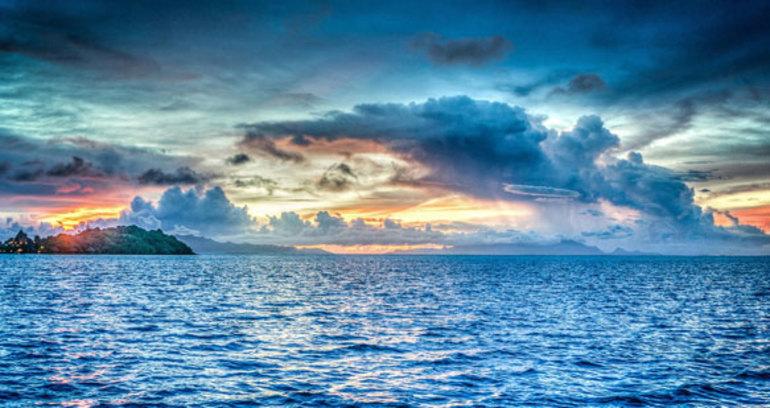 До чого сниться океан: плавати в безмежному морі з чистою водою, тлумачення сну для жінок і чоловіків