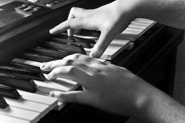 До чого сниться піаніно: значення сну, в якому наснилося грати на роялі або фортепіано красиву музику