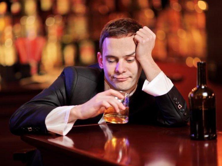 До чого сниться п'яний чоловік жінці: живий і померлий, колишній і теперішній, лаятись і кричати уві сні