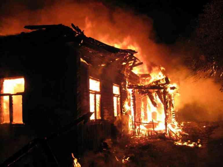 До чого сниться палаючий будинок: тлумачення вогню в дерев'яних і багатоповерхових будівлях