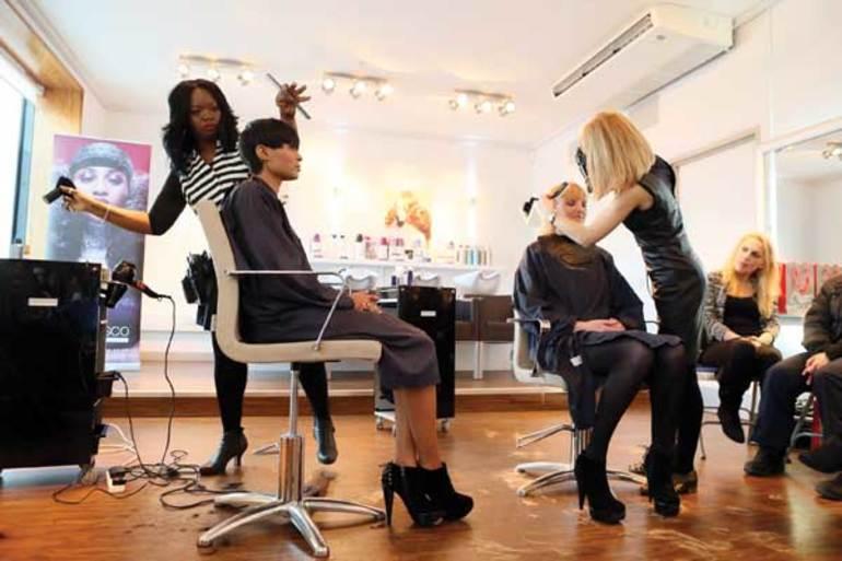 До чого сниться перукарня: робити уві сні зачіску, значення сонників
