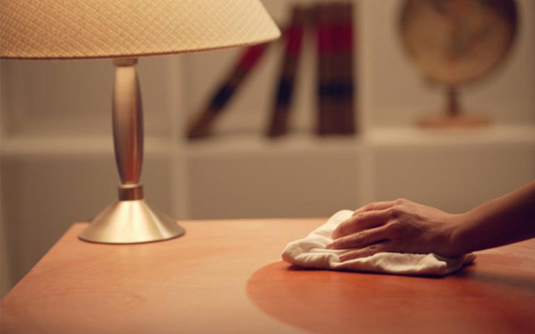До чого сниться пил: в кутах квартири і меблів, мало і багато, тлумачення з різних сонників