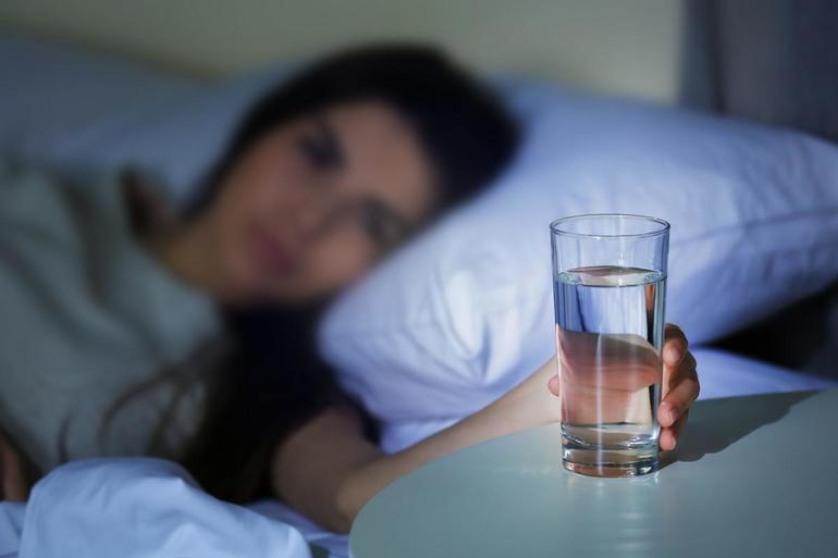 До чого сниться пити в компанії і в самоті: пошук тлумачення образу в різних сонники