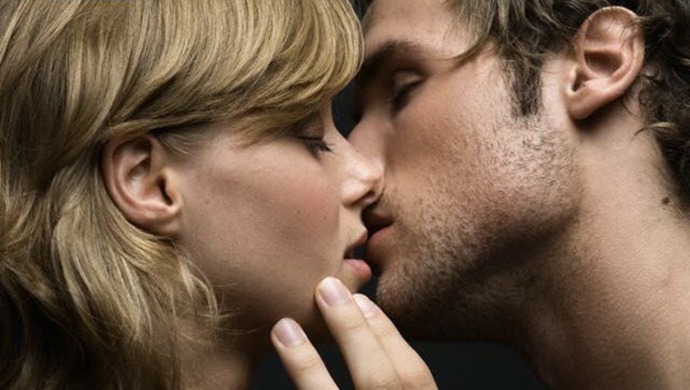 До чого сниться поцілунок з хлопцем: емоції дівчини, сюжет про чоловіка подруги, сонник Міллера