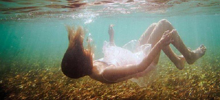 До чого сниться потопаюча людина: тлумачення сну в різних сонники