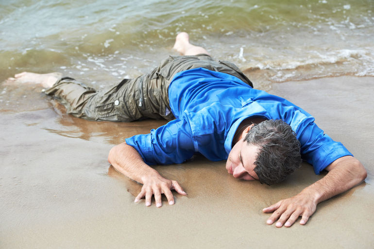 До чого сниться потопельник: тлумачення сну з потонуло людиною в образі чоловіка, жінки чи дитини
