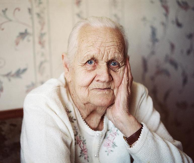 До чого сниться рідна або чужа бабуся: що означає по соннику бачити літню жінку хворий