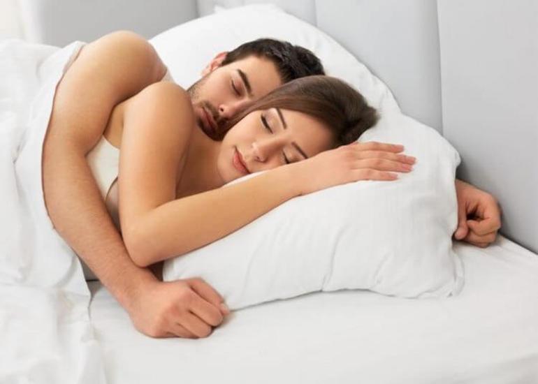 До чого сниться розбитий посуд: значення сну з битими тарілками і склянками за різними сонникам