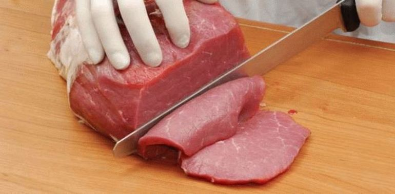 До чого сниться сире м'ясо без крові: великий шматок і маленький, сон жінки і чоловіки, тлумачення по сонникам