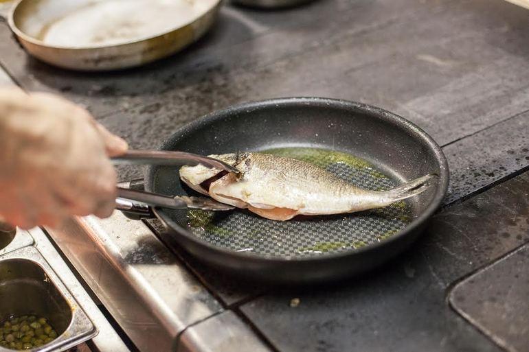До чого сниться смажена риба: тлумачення сну для жінки та чоловіка, в залежності від дня тижня