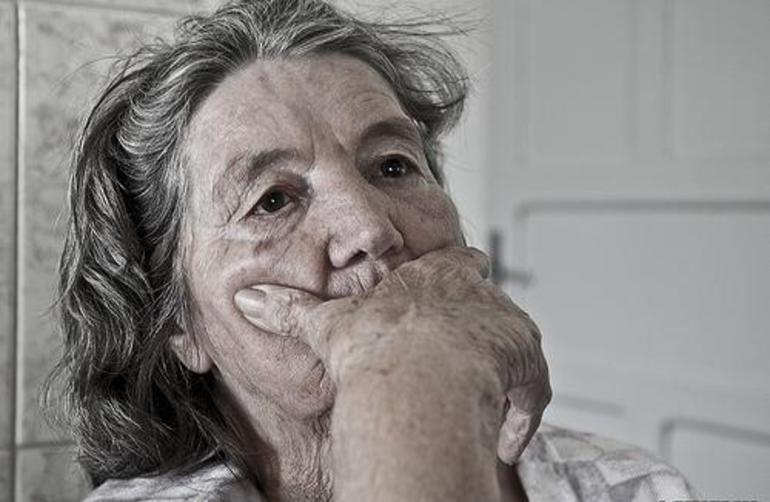 До чого сниться смерть бабусі: тлумачення сонників про смерть живий чи вже померлої родички