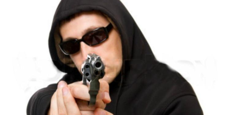 До чого сниться сон про маніяка-вбивцю: трактування значень з сокирою, ножем по сонникам