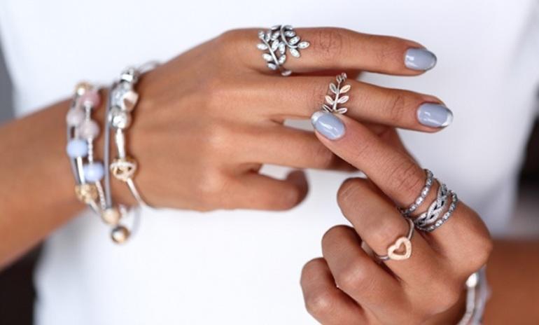 До чого сниться срібне кільце: що буде, якщо знайти, надіти на палець або втратити перстень з каменем