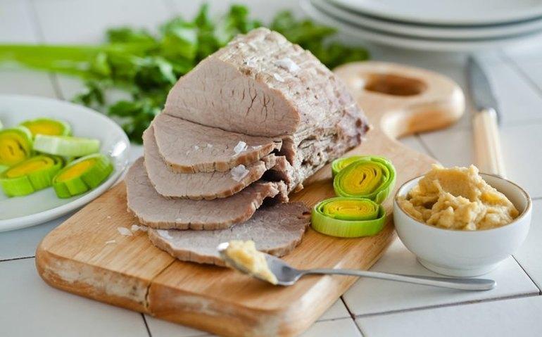 До чого сниться варене м'ясо: значення сну з вареною курятиною, яловичиною або свининою