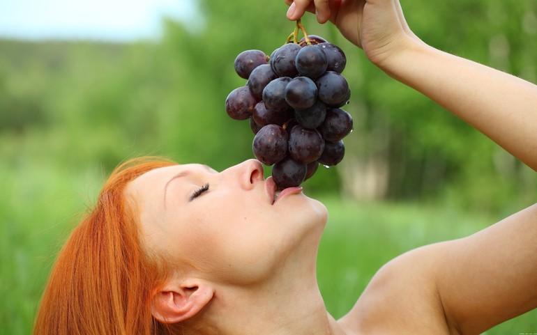 До чого сниться виноград: рвати і їсти ягоди уві сні, красти їх, значення по соннику
