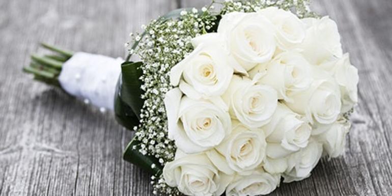 До чого сняться білі троянди: живі і зів'ялі, чоловікові і жінці, тлумачення по сонникам Міллера і Фрейда