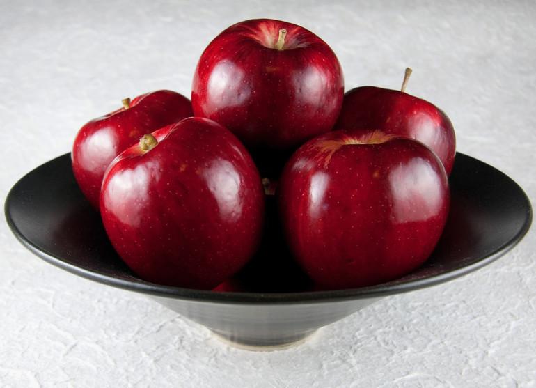 До чого сняться червоні яблука: тлумачення сонників, дії сплячого, значення для жінок і чоловіків