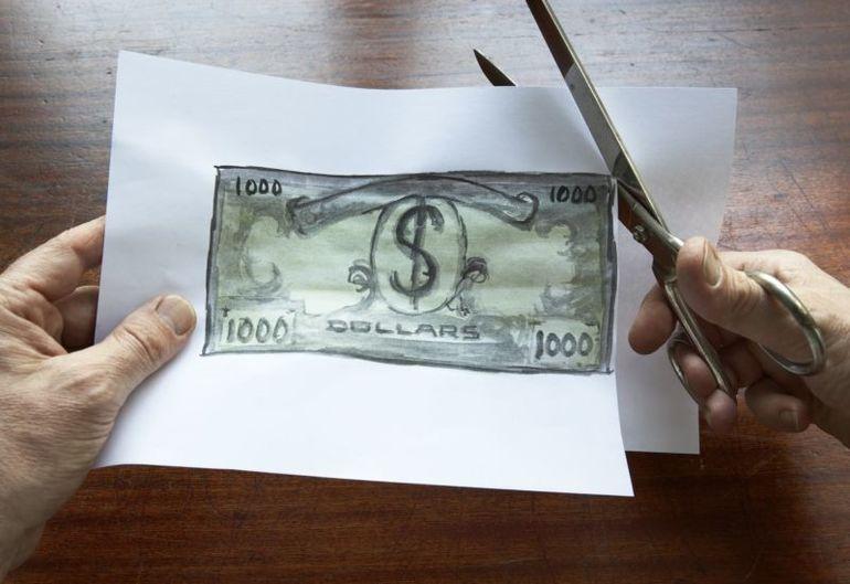 До чого сняться фальшиві гроші за сонником: бачити великі і дрібні купюри, отримувати, виготовляти і знаходити