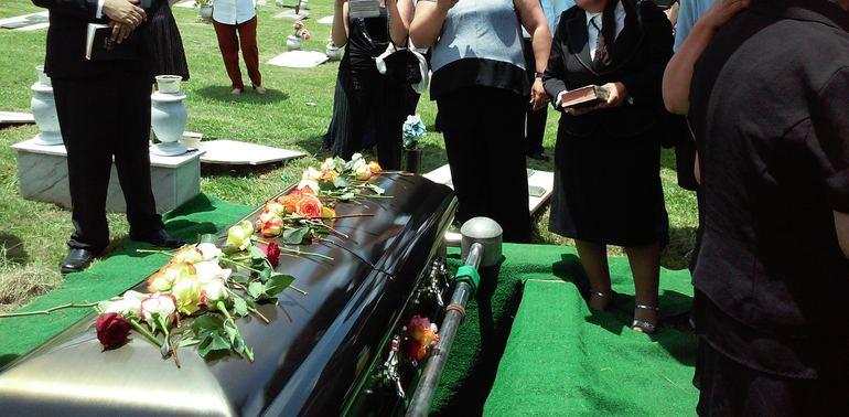 До чого сняться похорон вже померлої людини: значення снів про небіжчиків по соннику