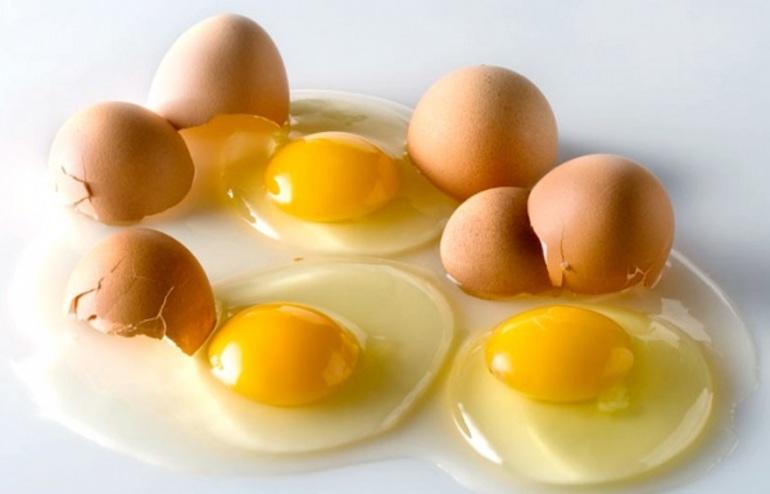 До чого сняться розбиті яйця: бачити в сні сирі курячі продукти, тлумачення різних сонників