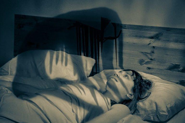 Душать у сні: стискають горло людини, в яких ситуаціях це може приснитися і що робити наяву